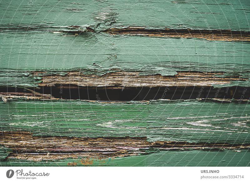 grüne Holzwand eines Güterwagons als Hintergrund Eisenbahn Güterzug alt hässlich braun stagnierend Stadt Zerstörung Hintergrundbild verwittert kaputt verfallen