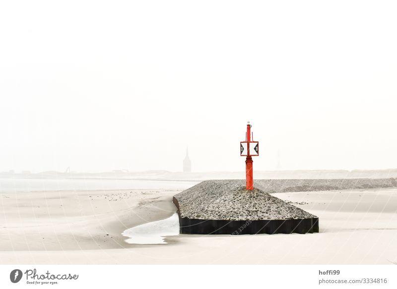 Hafeneinfahrt Insel Winterurlaub Wolkenloser Himmel Herbst Klima Schönes Wetter Nebel Strand Bucht Nordsee Leuchtturm Mole Seezeichen Priel maritim natürlich