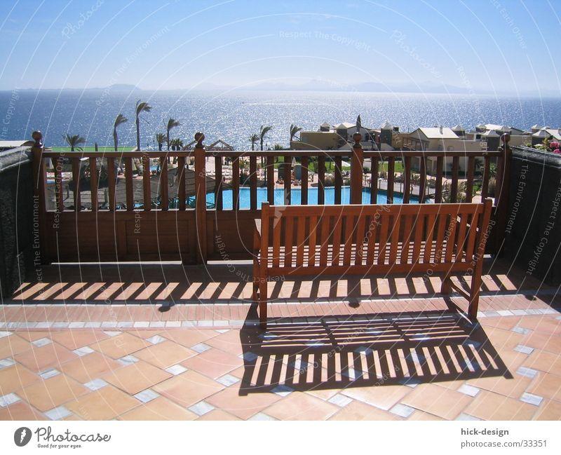 sonnenbank Ferien & Urlaub & Reisen Lanzarote Meer Schwimmbad Hotel Sommer Bank Terasse Sonne Schatten Blauer Himmel