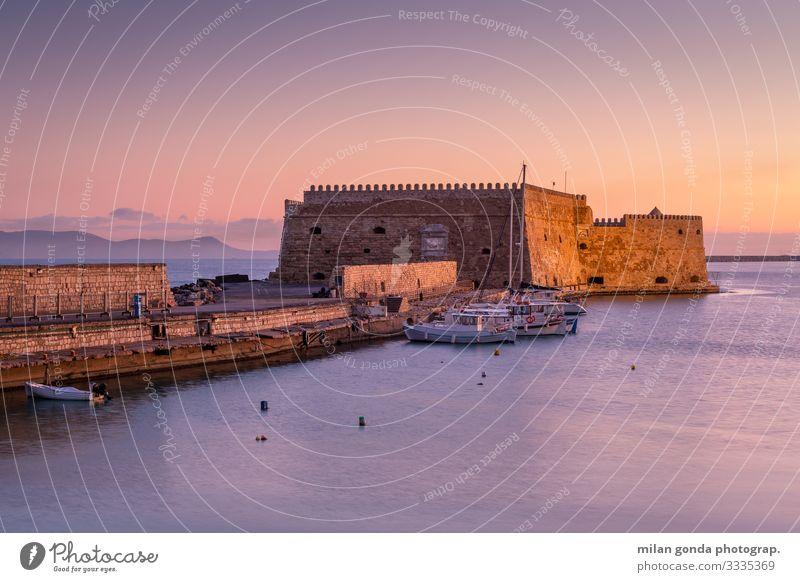 Ferien & Urlaub & Reisen Landschaft Meer Tourismus Wasserfahrzeug Europa Hafen Burg oder Schloss maritim Griechenland Fischerboot Ägäis Heraklion