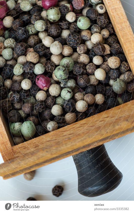bunter Pfeffer in der Schublade Lebensmittel Kräuter & Gewürze Pfefferkörner Ernährung Häusliches Leben Küche lecker rund braun mehrfarbig grün rosa schwarz