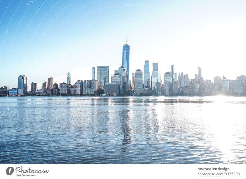 New York City Skyline bei Tag Tageslicht tagsüber USA World Trade Center Hudson River Manhattan One World Trade Center Wahrzeichen Stadt Architektur Gebäude
