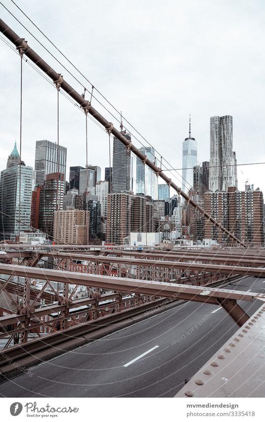 Blick von der Brooklyn Bridge New York City Manhattan Brücke Skyline
