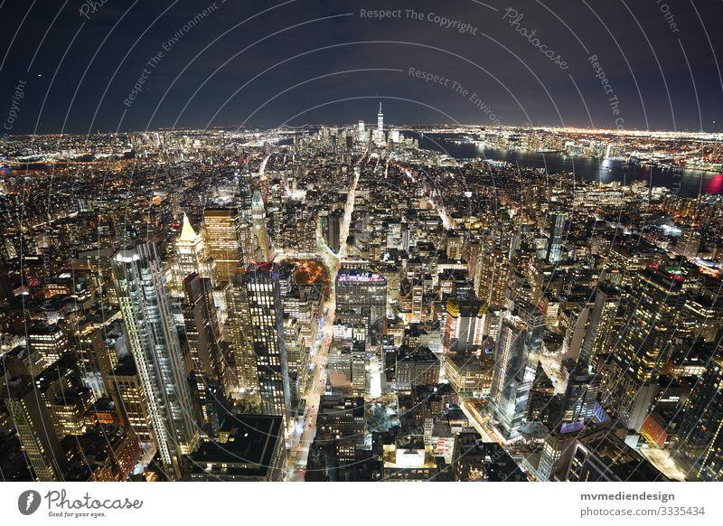 Blick auf Manhattan bei Nacht New York City USA Hochhaus Stadt Skyline Amerika Stadtleben Wahrzeichen Nachtaufnahme Verkehr nachts lichter Lichtermeer