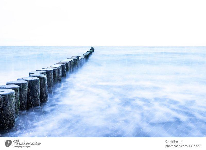 Buhnen in der Ostsee Meer Wellen Natur Landschaft Wasser Horizont Holz maritim blau achtsam Gelassenheit ruhig Kraft Ferien & Urlaub & Reisen Ferne