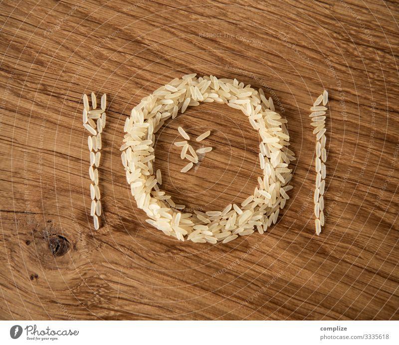 Ein Teller Reis Lebensmittel Getreide Ernährung Essen Mittagessen Bioprodukte Vegetarische Ernährung kaufen Gesundheit Restaurant Gastronomie Holz Zeichen Diät