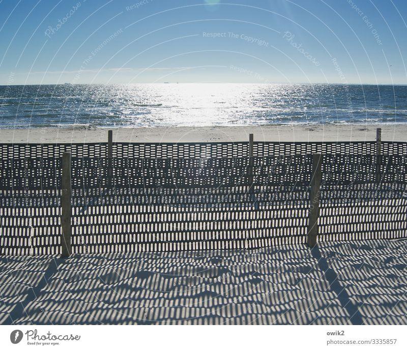 Sperrgebiet Umwelt Landschaft Sand Wasser Wolkenloser Himmel Horizont Schönes Wetter Küste Strand Ostsee Zaun Zaunpfahl Barriere Begrenzung Holz Kunststoff