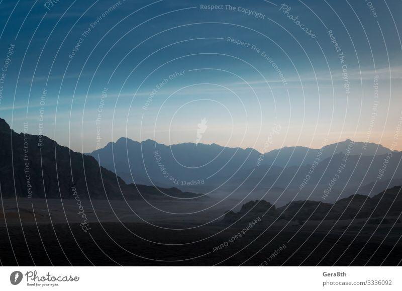 Wüste mit felsigen Bergen und abendlichem Himmel in Ägypten exotisch Ferien & Urlaub & Reisen Tourismus Ausflug Berge u. Gebirge Natur Landschaft Wolken Felsen