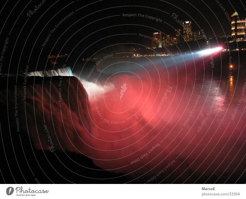 Niragara Fälle 2 Wasser Beleuchtung USA außergewöhnlich Amerika Wasserfall Bekanntheit Sehenswürdigkeit Nachtaufnahme Farbenspiel Attraktion Ausflugsziel Niagara Fälle