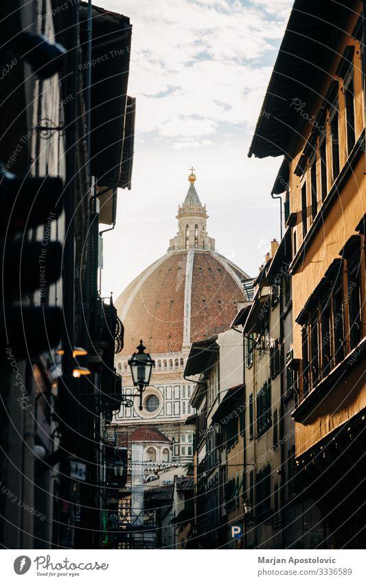 Blick auf die Kathedrale Santa Maria del Fiore in Florenz Architektur Italien Europa Stadt Stadtzentrum Altstadt Dom Platz Dach Wahrzeichen historisch