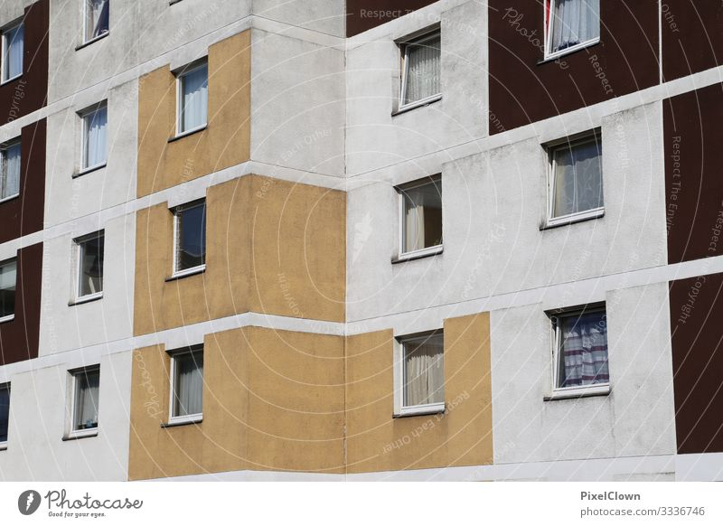 Wohnungsbau tristess wohnen wohngebiet haus mehrfamilienhaus mietshaus wand fassade fenster