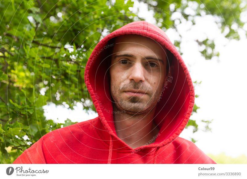 Ernster Blick Lifestyle Fitness Sport-Training Student Mensch Junger Mann Jugendliche 1 Mode T-Shirt Pullover dunkel Gefühle Stimmung gefährlich Stress