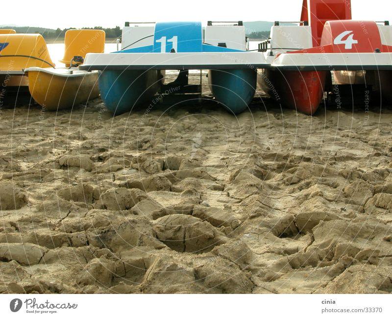 11und4 See Erde Europa parken Dürre stagnierend Tretboot