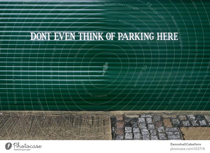 nur damit das klar ist Parkplatz parken Verbote Garage Garagentor Parkverbot Hinweis Hinweisschild Warnhinweis Redewendung Graffiti Wort Buchstaben