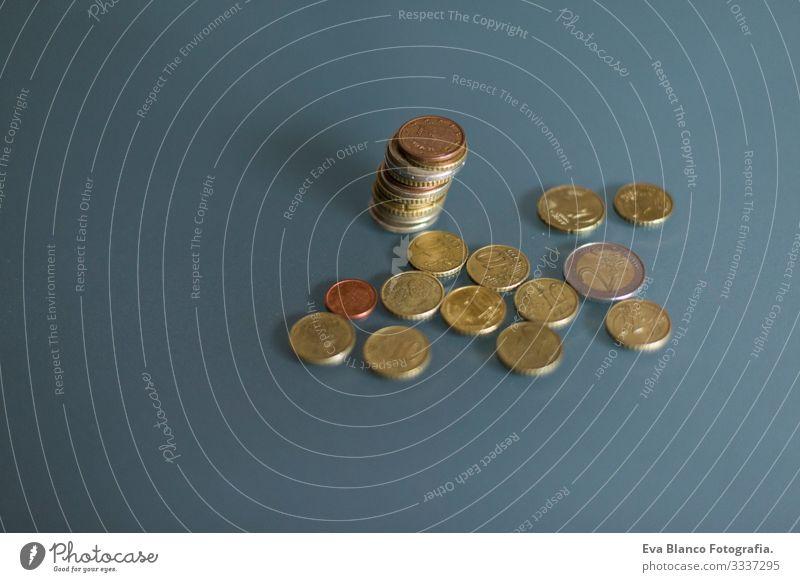 Detail der Euro-Münze Geld. Das Geldkonzept machen Technik & Technologie Markt viele Münzen Geldinstitut Einsparungen digital abstrakt Gewinn Reportage planen