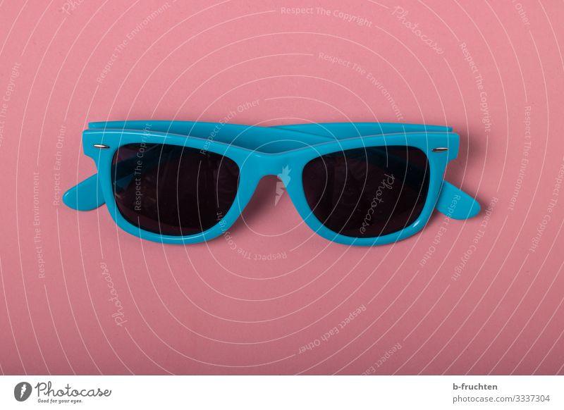 Sonnenbrille Lifestyle kaufen Stil Brille Papier wählen Fröhlichkeit trendy blau rosa Schutz Sommer Ferien & Urlaub & Reisen Innenaufnahme Studioaufnahme