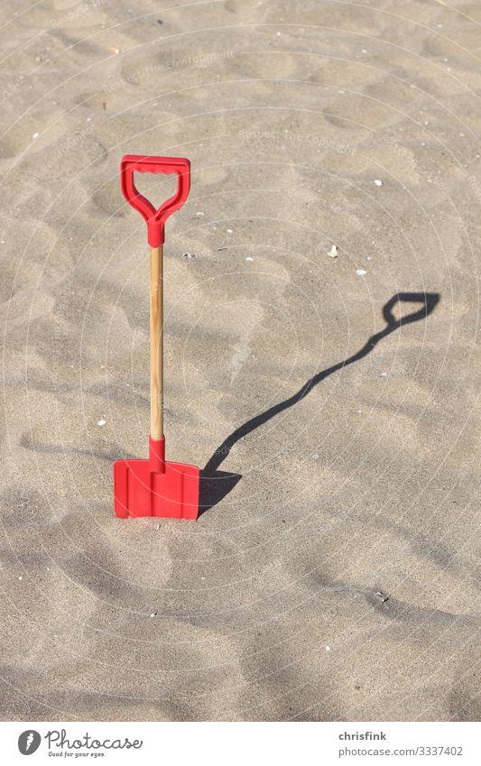Schaufel im Sand Freizeit & Hobby Ferien & Urlaub & Reisen Tourismus Ausflug Sommer Sommerurlaub Sonne Strand Meer Insel Wellen Sport Schwimmen & Baden bauen