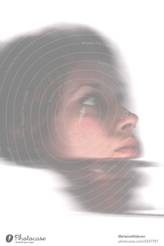 Abstraktes Portrait Mensch feminin androgyn Haut Kopf Auge Nase Mund 1 18-30 Jahre Jugendliche Erwachsene verrückt Unschärfe Schwache Tiefenschärfe Suche Blick