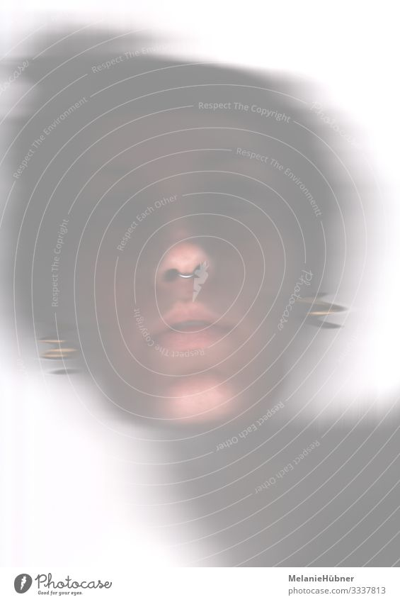 Abstraktes Portrait Kopf Haare & Frisuren Gesicht Auge Ohr Nase Mund Lippen 18-30 Jahre Jugendliche Erwachsene Coolness abstrakt verpackt unklar Ohrringe