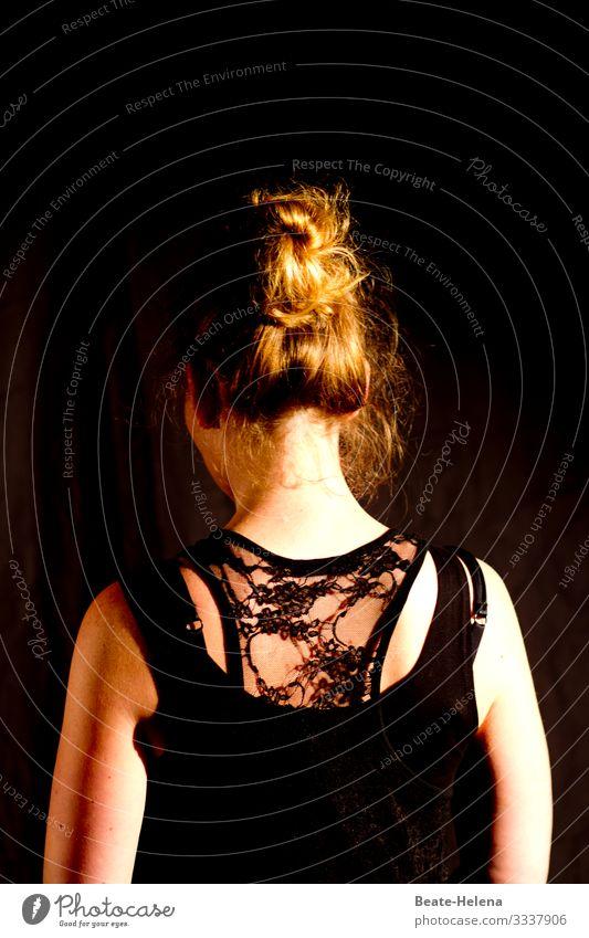 Nackenfrei schön Körper Haare & Frisuren Junge Frau Jugendliche Kopf Rücken Kunstwerk Hemd rothaarig langhaarig wählen beobachten Denken entdecken glänzend