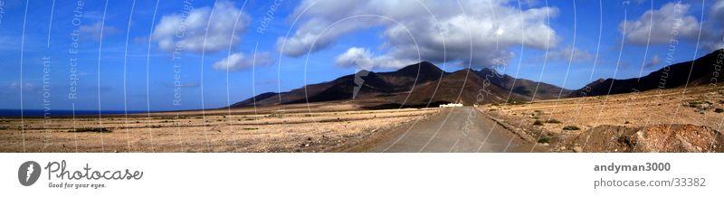 Schotterpiste ins Gebirge Wolken Einsamkeit Berge u. Gebirge groß Panorama (Bildformat)