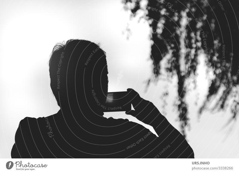 Eine Person fotografiert mit dem Handy Mensch maskulin feminin Frau Erwachsene Mann 1 30-45 Jahre 45-60 Jahre Freizeit & Hobby Kontakt Fotografieren