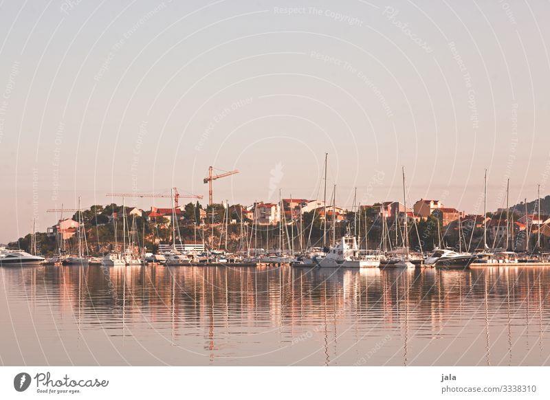 hafen Meer Natur Landschaft Himmel Wolkenloser Himmel Sommer Küste Bucht Dorf Stadt Haus Hafen Schifffahrt Bootsfahrt Fischerboot Sportboot Jacht Motorboot