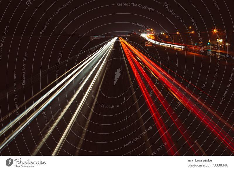Autobahn bei Nacht Lifestyle Tourismus Abenteuer Ferne Freiheit Nachtleben Menschenleer Brücke Bauwerk Architektur Verkehr Verkehrsmittel Verkehrswege
