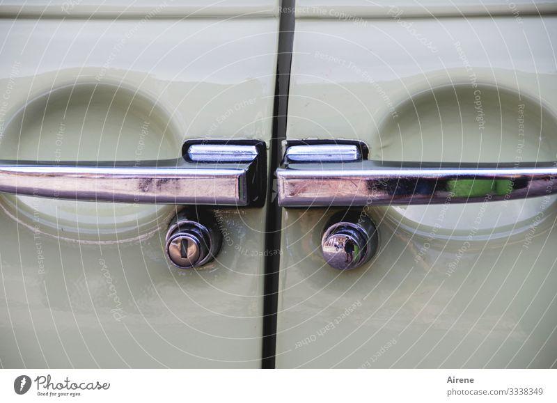 Geräusch | einer zuschlagenden Autotür PKW Fahrzeug Oldtimer Verkehrsmittel glänzend retro Nostalgie fahren Detailaufnahme alt gepflegt Türgriff Türschloss