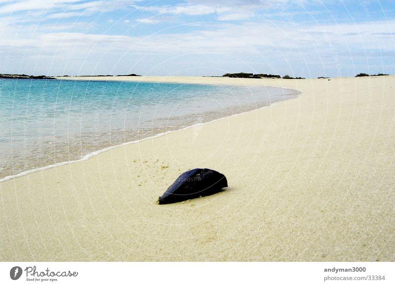 Stein vor Lagune Bucht Strand Menschenleer