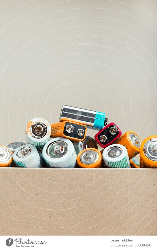 Entladene Batterien zum Recycling gesammelt Umwelt alt grün Energie Fürsorge Umweltverschmutzung Umweltschutz Wandel & Veränderung wiederverwerten ökologisch