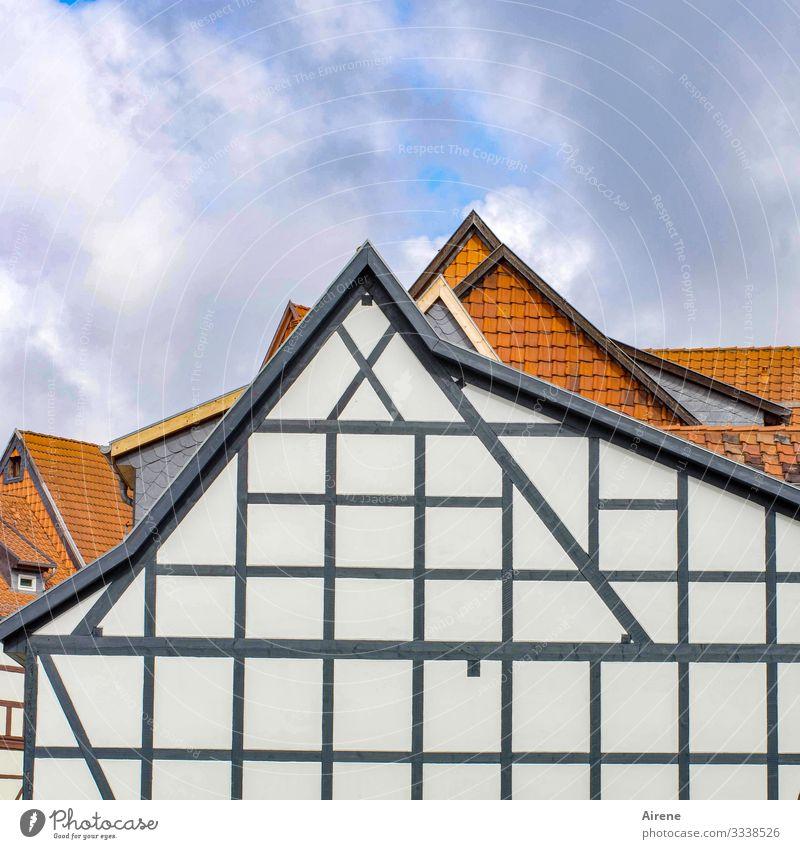 angewandte Geometrie Sachsen-Anhalt Dorf Kleinstadt Stadt Haus Fassade historisch schön Dreieck rechtwinklig Fachwerkhaus Fachwerkfassade Giebelseite Dachgiebel