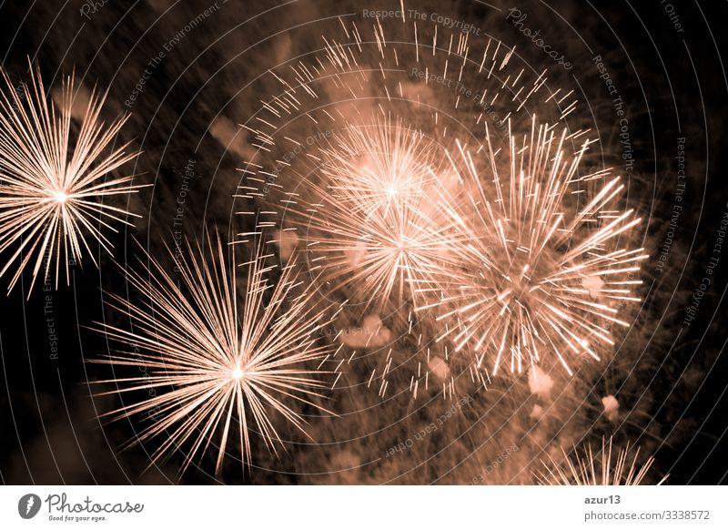 Luxus-Feuerwerk-Veranstaltung Himmelsshow mit goldenen Urknallsternen Reichtum Stern Entertainment zeigen Party Stadtfest Nachtleben Pyrotechnik