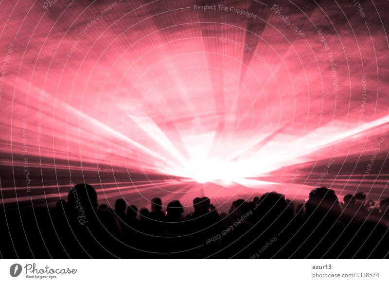 Rote Lasershow-Nachtlebensclubbühne mit Partypeople zeigen Club Schauplatz Silvester Reichtum Menschen Menge Publikum Nachtclub Konzert Entertainment Musik