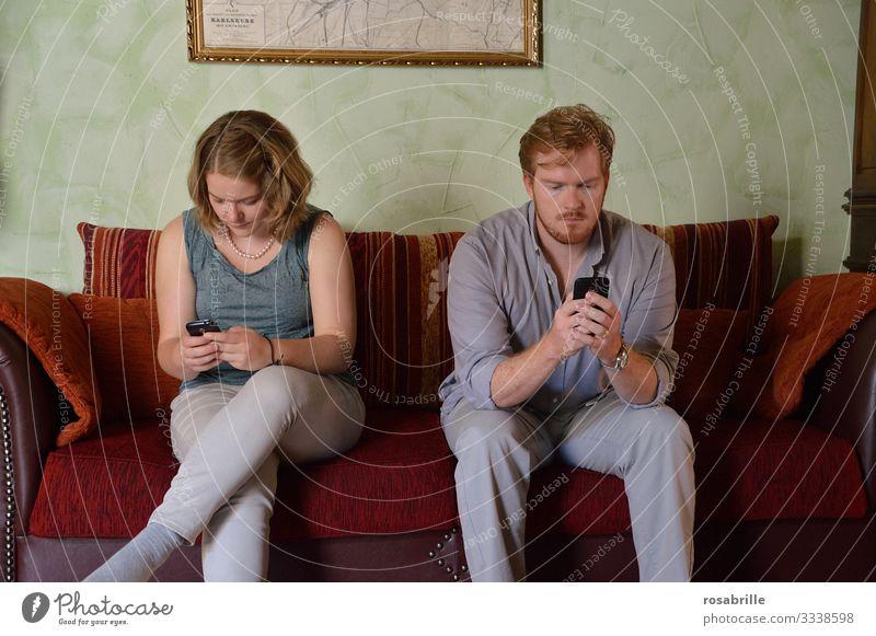 die Stille, wenn man sich nichts mehr zu sagen hat | Geräusch Smartphone Gleichgültigkeit gleichgültig egoistisch schweigen Ignoranz ignorieren emotionale Kälte