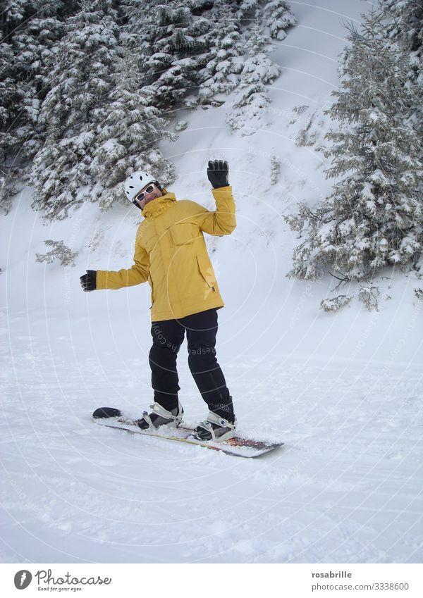Snowboarder macht Unsinn| Eiszeit Freude Freizeit & Hobby Ferien & Urlaub & Reisen Schnee Winterurlaub Wintersport Mensch Mann Erwachsene 1 30-45 Jahre Baum