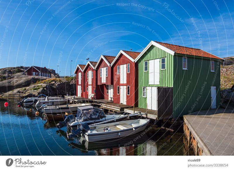 Blick auf den Ort Smögen in Schweden Ferien & Urlaub & Reisen Tourismus Sommer Meer Haus Natur Landschaft Wasser Felsen Küste Nordsee Dorf Hafen Gebäude
