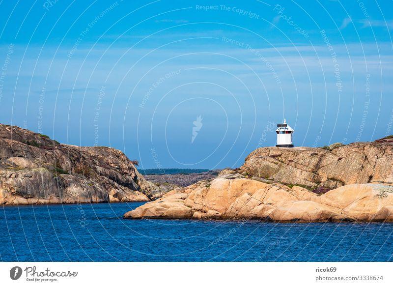 Leuchtturm nahe der Stadt Fjällbacka in Schweden Ferien & Urlaub & Reisen Tourismus Sommer Meer Insel Natur Landschaft Wasser Felsen Küste Nordsee Architektur