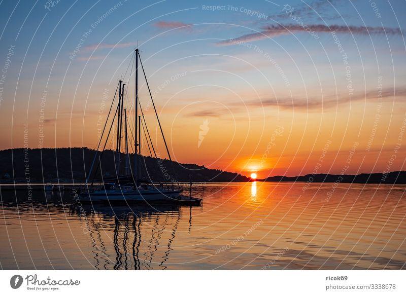 Sonnenuntergang in der Stadt Fjällbacka in Schweden Ferien & Urlaub & Reisen Tourismus Sommer Meer Insel Natur Landschaft Wasser Wolken Küste Nordsee Hafen