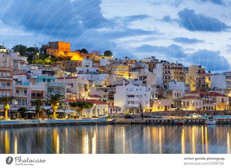 Kreta. Meer Stadt Altstadt Burg oder Schloss Hafen Stimmung Europa mediterran Griechenland Crete Lasithi Sitia Ägäis Stadtbild Blaue Stunde venezianisch Festung