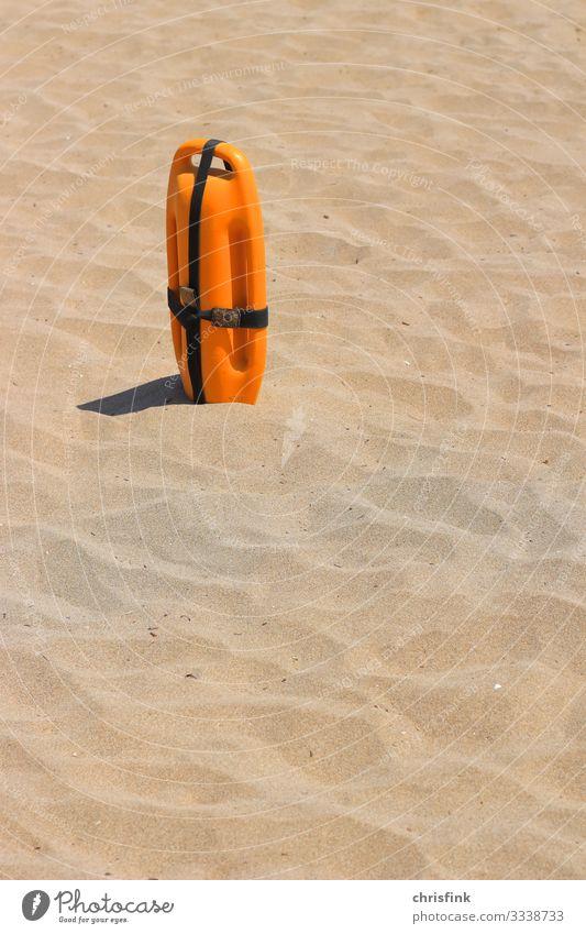 Rettungsboje in Sand Freizeit & Hobby Spielen Sommer Sommerurlaub Sonne Strand Meer Wellen Schwimmen & Baden beobachten rennen Sport Gefühle Angst dlrg