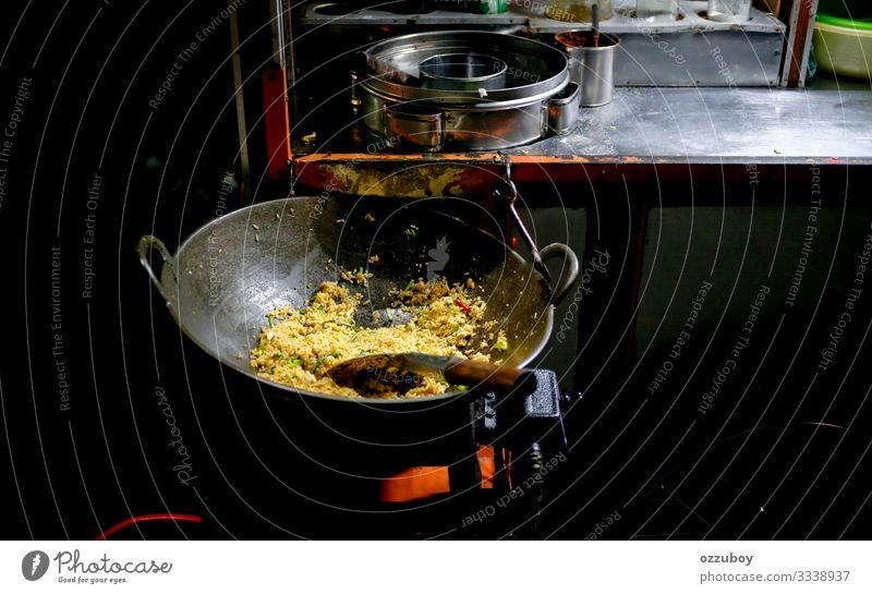 asiatisches Straßenessen Lebensmittel Abendessen Asiatische Küche gebratener Reis Geschirr Pfanne Lifestyle kaufen Java Indonesien Asiatische Reistafel Asien