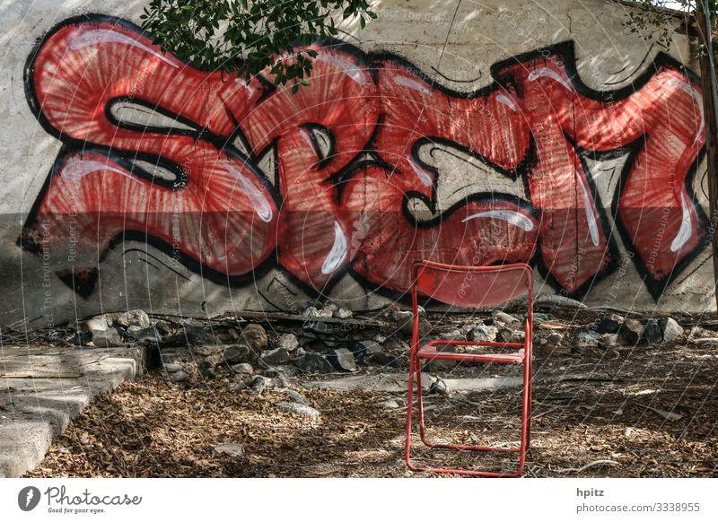 Hoffnung Graffiti Fassade Zeichen Schriftzeichen außergewöhnlich trashig rot Sehnsucht Misserfolg Verfall Farbfoto Gedeckte Farben Totale