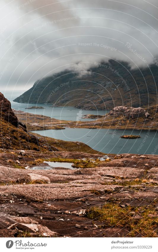 Isle of skye mit Blick auf Loch Coruisk Wolken Abenteuer Ferne Freiheit Tourismus Berge u. Gebirge Ausflug Ferien & Urlaub & Reisen wandern Frühling Pflanze