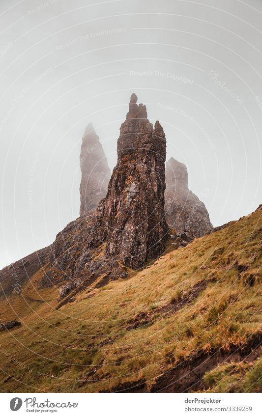 Old Man of Storr auf Isle of Skye Ferien & Urlaub & Reisen Tourismus Ausflug Abenteuer Ferne Freiheit Berge u. Gebirge wandern Umwelt Natur Landschaft Pflanze