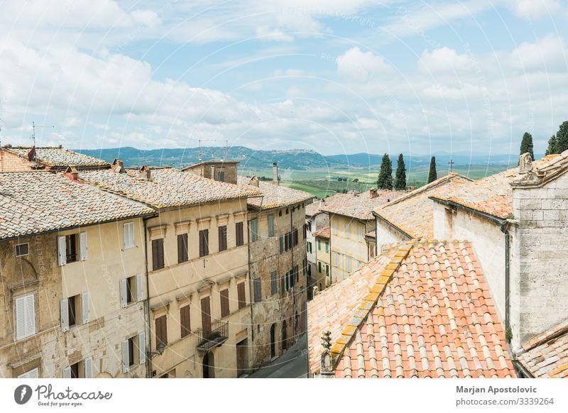 Stadtbild von San Quirico d'Orcia in der Toskana Ferien & Urlaub & Reisen Tourismus Ausflug Sightseeing Städtereise Landschaft Italien Europa Dorf Altstadt