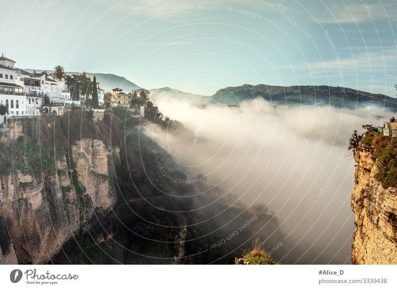 Ronda Schlucht Landschaft im Nebel Ferien & Urlaub & Reisen Natur Stadt Haus Winter dunkel Umwelt Tourismus Felsen wild wandern Europa authentisch