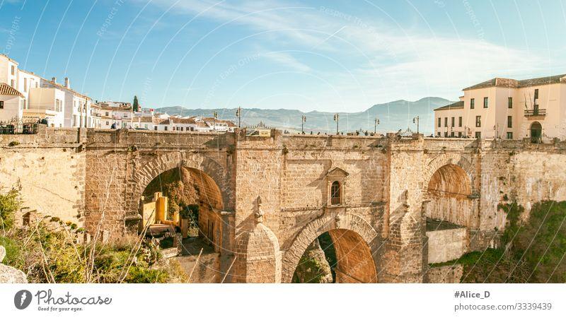 Ronda El Puente Nuevo Andalusien Spanien Ferien & Urlaub & Reisen Tourismus Sightseeing Städtereise Mensch Menschengruppe Schönes Wetter Schlucht Europa Stadt