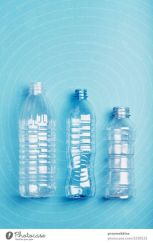 Leere Plastikflaschen, die zum Recycling gesammelt werden Flasche sparen Umwelt Container Verpackung Kunststoffverpackung blau Umweltverschmutzung Umweltschutz