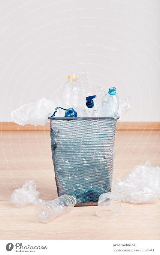Holz Umwelt Textfreiraum Kunststoff Müll Umweltschutz Etage Flasche Verpackung ökologisch Umweltverschmutzung Container Kunststoffverpackung Recycling Paket